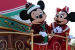 东京迪士尼乐园举行圣诞巡游