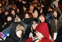 韩国冬奥会没钱盖顶棚 开幕式发暖宝宝花式避寒