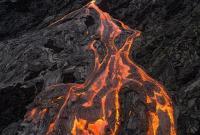 胆大!摄影师近距离拍摄火山岩浆致无人机被烧坏