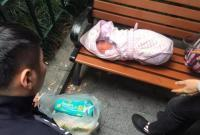 因无法承担医药费 他将新生2天的女儿遗弃…
