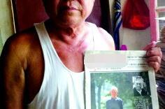 老人办养老保险认证 被要求举报纸拍照:证明活着