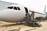 """男子80万手工造""""空客A320"""" 造好后想自住或开餐馆"""