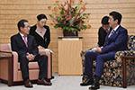 """安倍会见韩高官屡次让对方坐""""矮椅子"""" 韩国人怒了"""