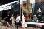 外媒称全球奢侈品生意兴旺归功中国:中国人买三成
