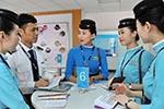 厦航三名机组人员在新加坡打架 被警方带走调查