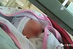 女婴病危送医路上遇事故被强行阻拦 窒息身亡