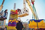 纪念病逝男童 以巨型乐高玩具塔或破世界纪录