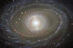"""遥远的星系""""珍珠"""":星云丝带环绕 高雅夺目"""