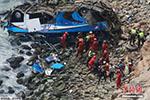 秘鲁巴士与卡车相撞后坠崖 导致至少36人遇难