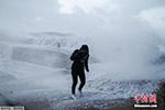冬季风暴席卷西欧致多人死伤 上万户家庭停电