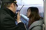 女子以等老公为名阻拦高铁发车 铁路局这样回应