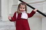 英国夏洛特公主上幼儿园了 凯特王妃拍照留念