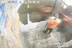 男童弄丢手机被母亲乱棍打死 邻居:孩子终于解脱了