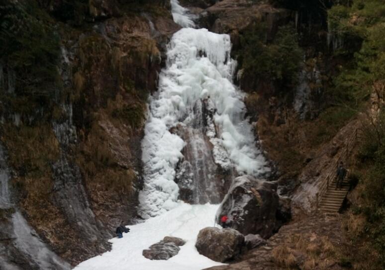 美!水瀑冰瀑雪瀑齐现