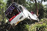 泰国一载32名中国游客大巴刹车失灵出车祸 11人受伤