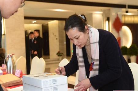浙江省政协十二届一次会议委员报到日收到提案271件