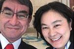 结束访华后 日本外相晒与外交部发言人华春莹微笑自拍