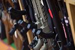 美两大枪支销售商停止向年龄不满21岁的顾客售枪