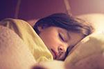 美国新研究:人类与灵长类亲戚比睡得太少
