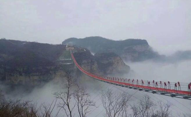 直通云海!世界最长玻璃索桥你敢走吗?