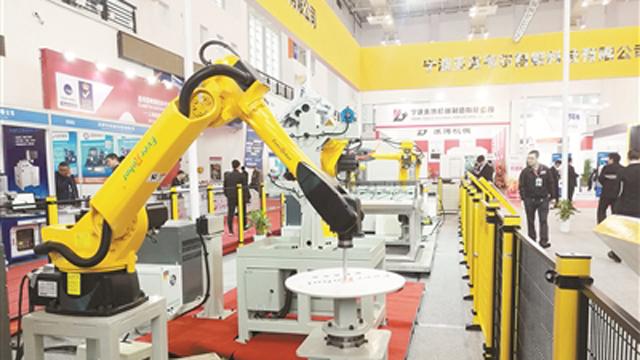 """传统产业加速向智能制造转型 12万中小甬企如何""""赶潮""""?"""