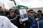 阿尔及利亚军方为失事军机飞行员举行葬礼