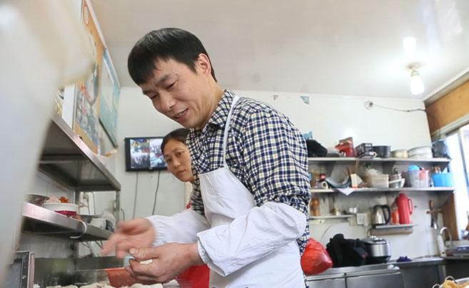 衢州烧饼小哥年入200万 在杭有两套房