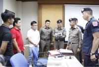 """泰国""""黑导游""""怒吼强迫中国游客购物 涉事旅行社3人被捕"""