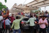 印度北方邦一座在建立交桥垮塌 造成至少16人死亡
