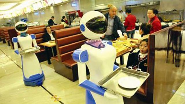 宁波一酒店有了机器人服务员 卖萌、引路、送餐样样行