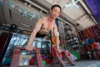 """杭州""""老炮"""":59岁的他保持完美""""倒三角"""""""