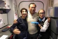 突然发现身旁乘客失去心跳 美华裔医师空中施救