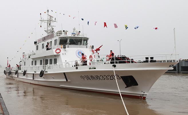 """宁波海洋执法添""""利剑"""" 361吨新执法船正式入列"""