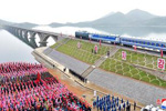 朝鲜东部新跨海铁路大桥举行通车仪式