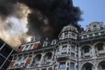伦敦一酒店发生火灾