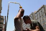伊拉克首都巴格达高温难耐