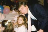 特朗普迎72岁生日 女儿伊万卡分享旧照为其庆生
