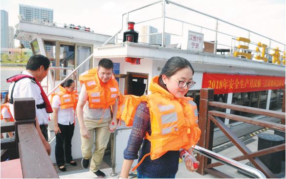 港航部门开展水上安全应急演练