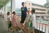 11岁男孩身高2.06米 他或是全球最高小学生