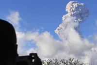 印尼阿贡火山持续喷发