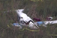 美国两架小型飞机疑在训练时空中相撞爆炸 至少3人死亡