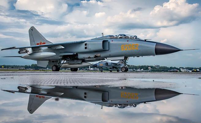 中国空军五型战机和空降兵分队抵达俄罗斯参赛