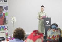 彭丽媛出席比勒陀利亚幼教教师培训毕业典礼