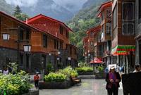 """青山绿水变成西藏山南群众的""""聚宝盆"""""""