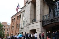 特朗普竞选团队前竞选经理首次出庭受审