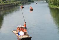 杭州:乘竹筏 享清凉