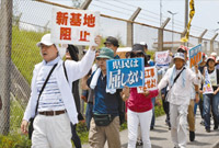 """7万日本冲绳民众集会抗议:""""我们对美军基地已忍无可忍"""""""