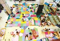武汉一所医院为方便患者家属开放大厅过夜 会进行清扫消毒