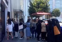 土耳其货币崩盘 外国游客店铺外大排长龙抢购奢侈品