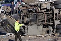 哥伦比亚长途巴士在厄瓜多尔发生车祸致40余人伤亡